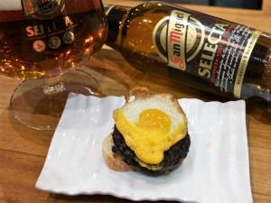 San Miguel Selecta con morcilla de Burgos y un huevo de codorniz